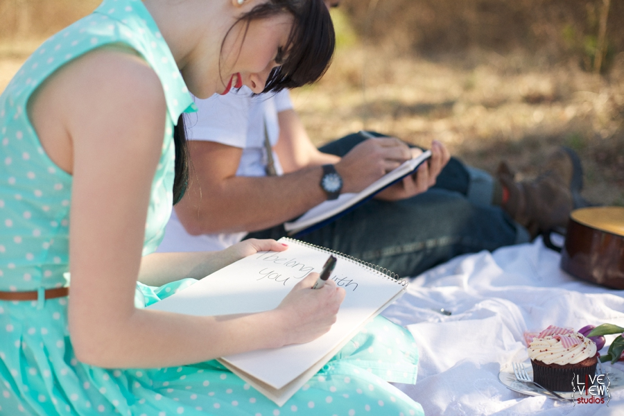 lovers write notes to each other at a valentine's day picnic, raleigh nc engagement photographers