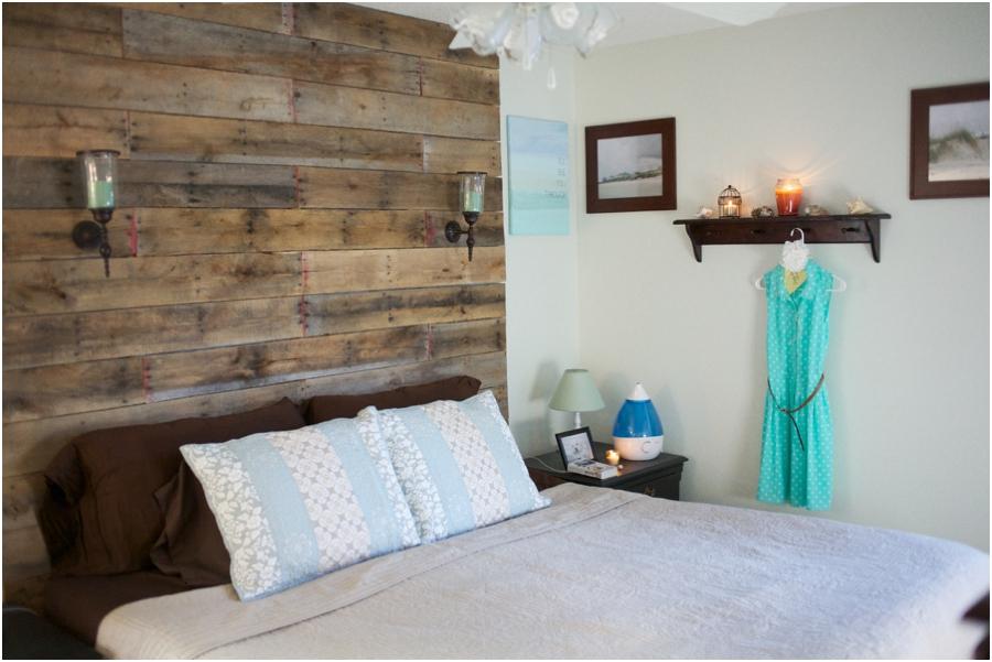 modern rustic diy bedroom decorating ideas, rustic wood pallet headboard