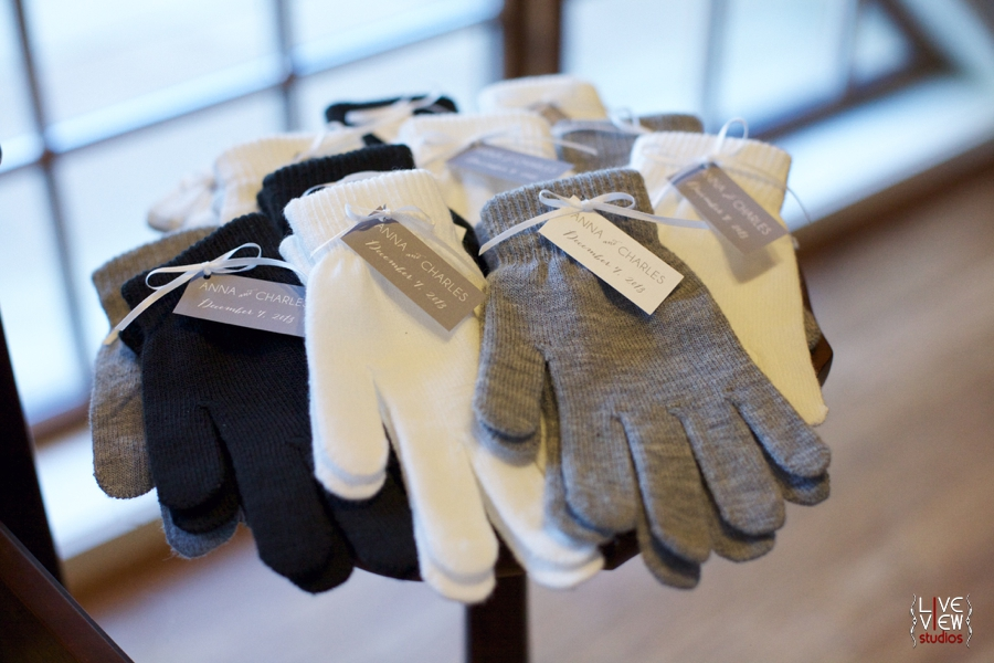 unique winter wedding favor ideas, warm pairs of gloves for guests