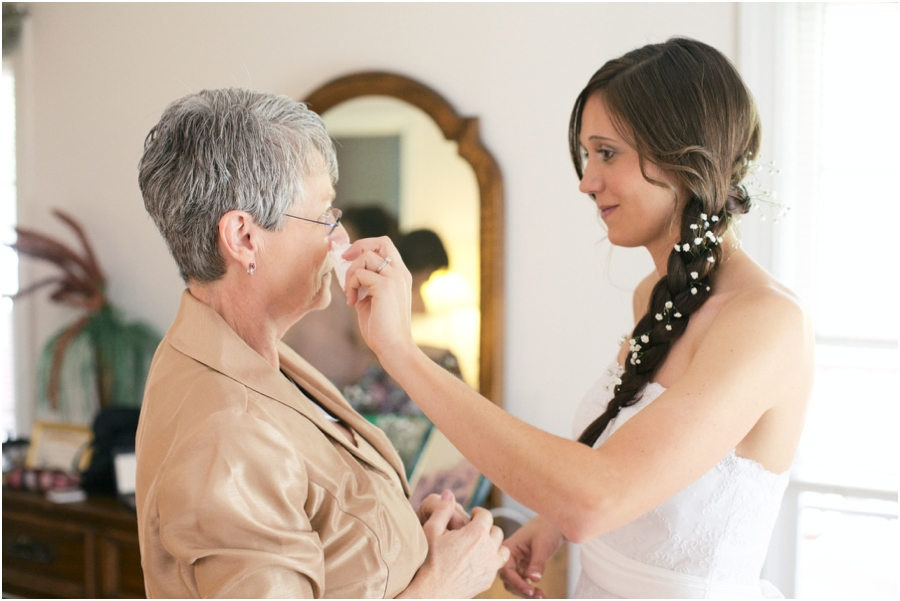 bride and her mother before the wedding, southern wedding photographers