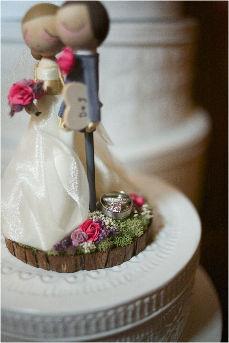 ring shot photography, cute cake topper