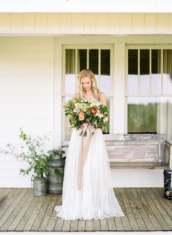 fine-art-farmhouse-wedding-inspiration-portraits_0022