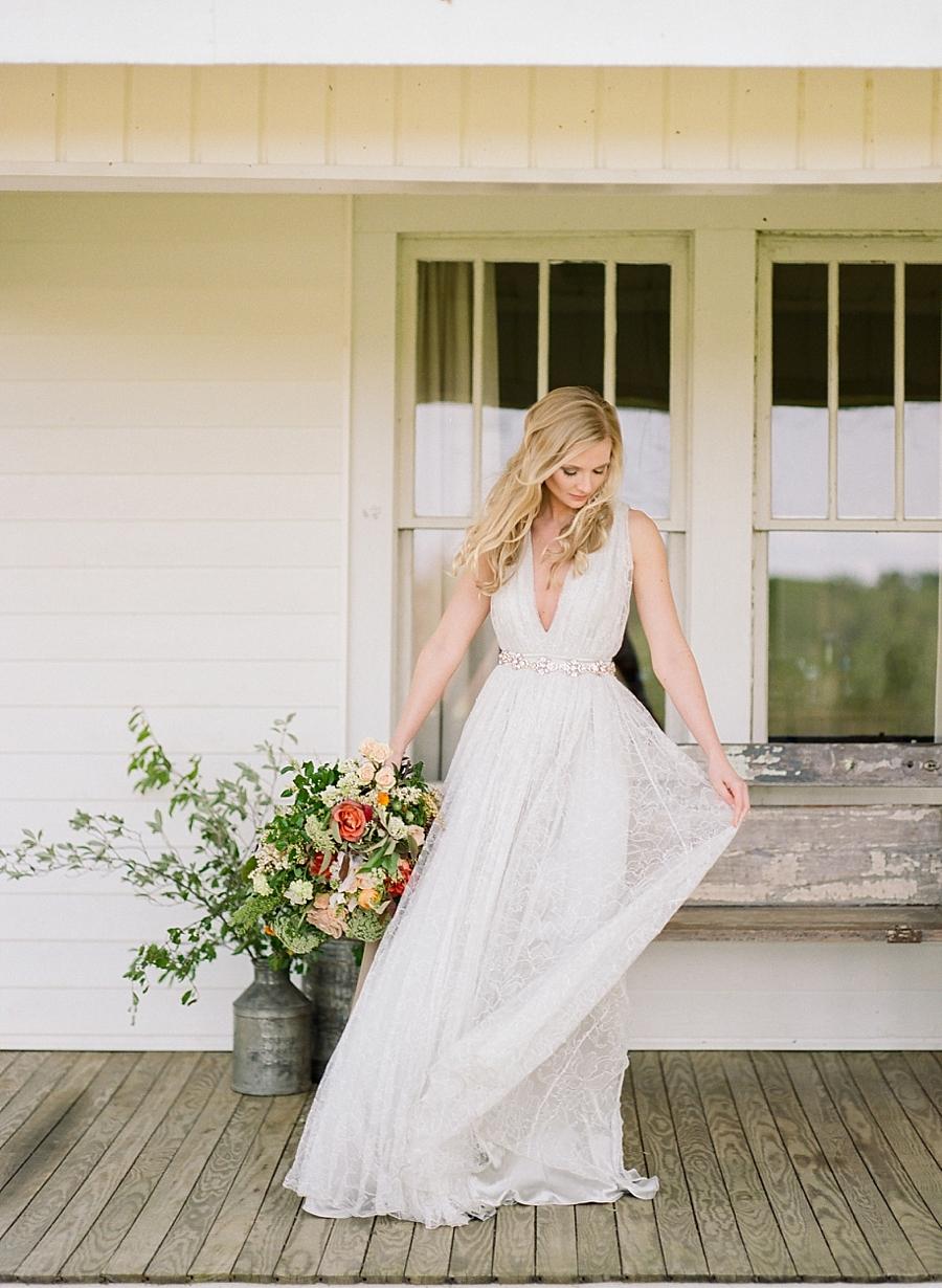 fine-art-farmhouse-wedding-inspiration-portraits_0026