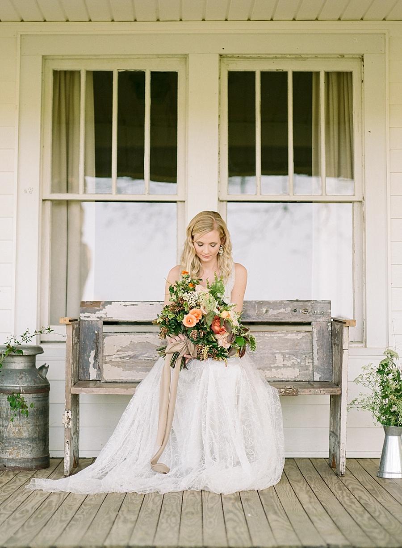 fine-art-farmhouse-wedding-inspiration-portraits_0029