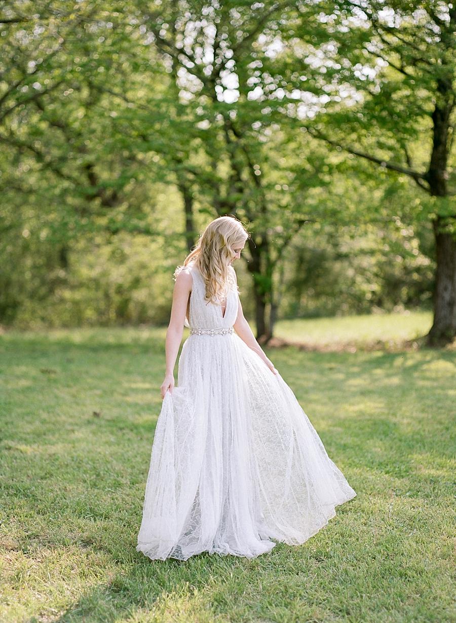 fine-art-farmhouse-wedding-inspiration-portraits_0044